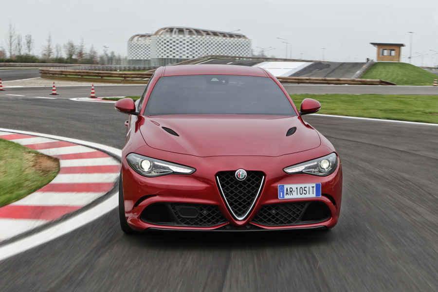 Alfa-Romeo-Giulia-Quadrifoglio-40