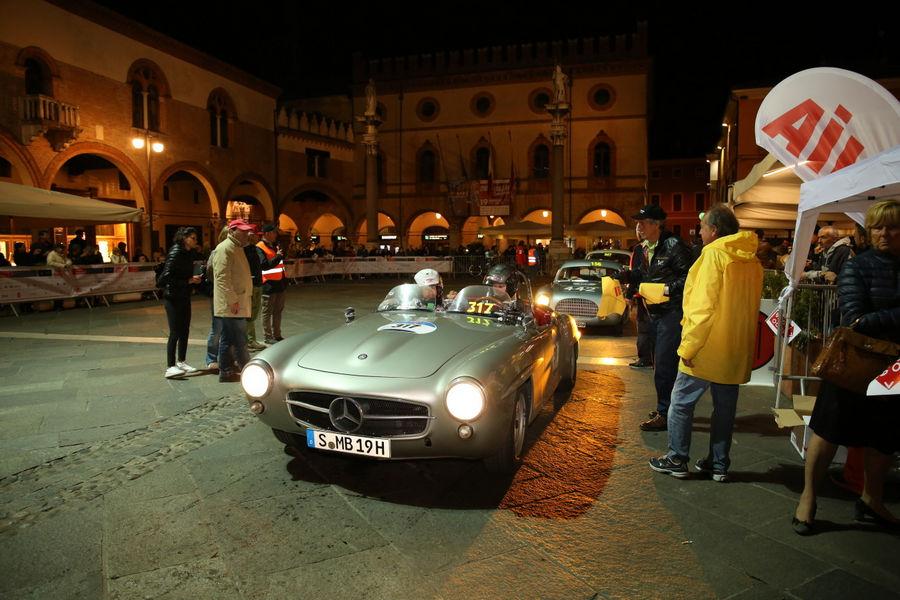 Mercedes-Benz Classic startet mit zehn Fahrzeugen in Brescia: Zeitzeugen mit Stern aus 90 Jahren Mille Miglia