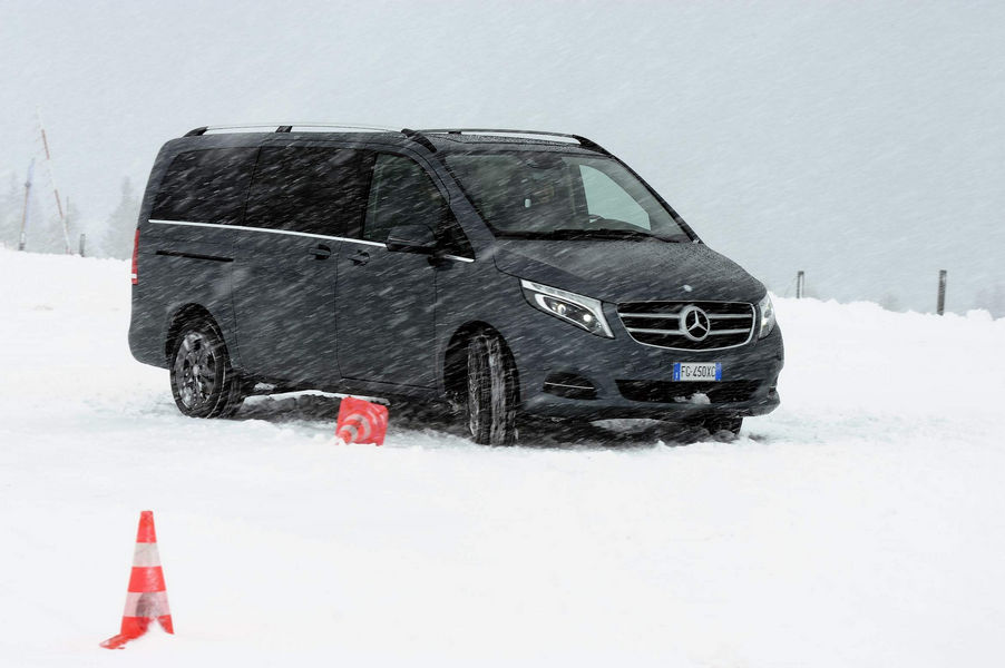mercedes-benz-van-4matic-46
