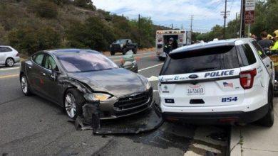 Incidente Tesla guida autonoma contro auto della Polizia