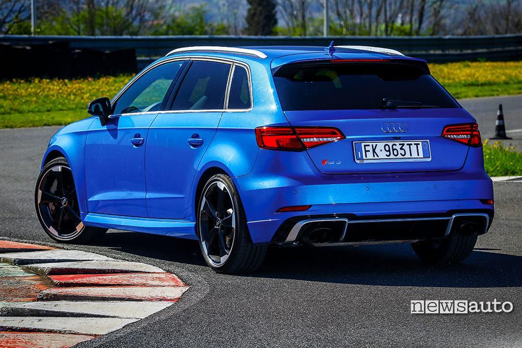 Audi RS 3 Come è fatta fuori vista posteriore 3/4
